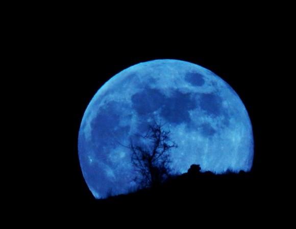 Czy chodzi o niebieski kolor księżyca?